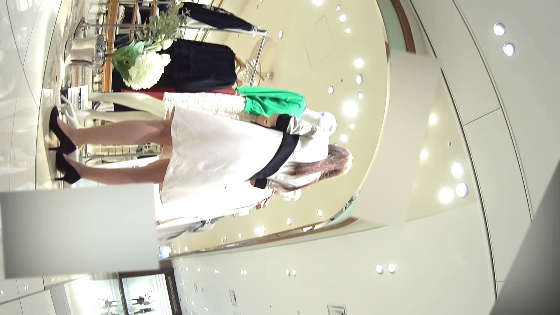 スタイルのいいお姉さん系ショップ店員の後ろ姿