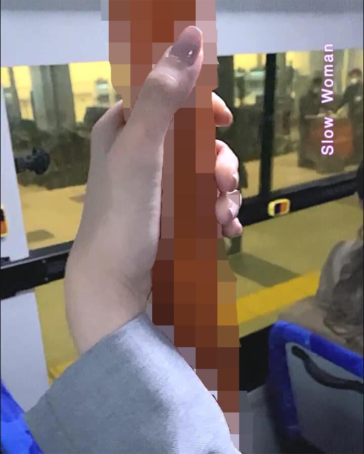 ANAグランドスタッフが握る手すりにモザイクをかけてみた