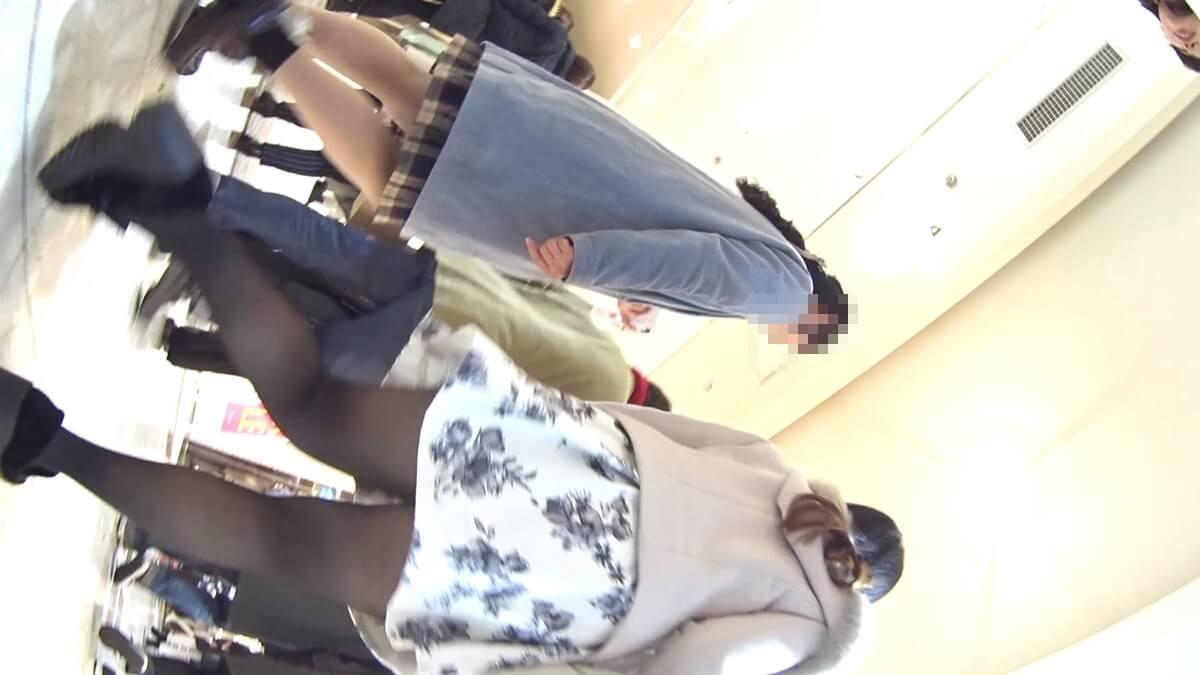 黒パンスト履いた女性