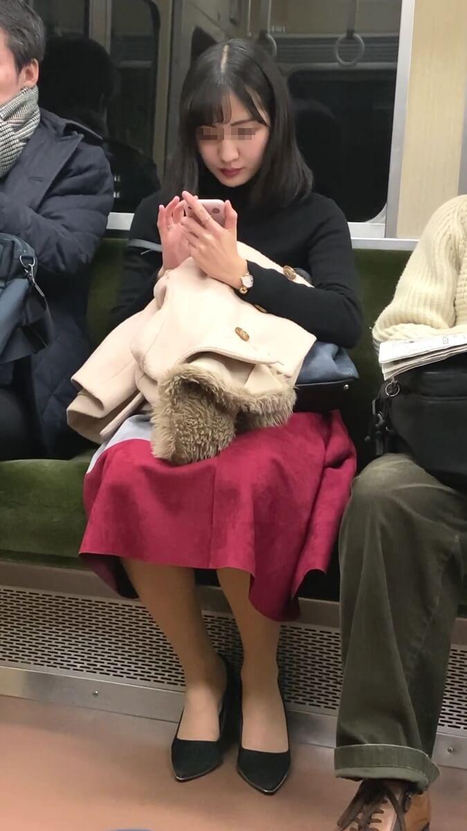美人の電車内風景
