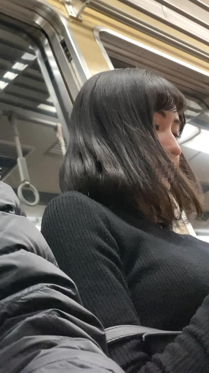 美人の斜め下から顔を撮影