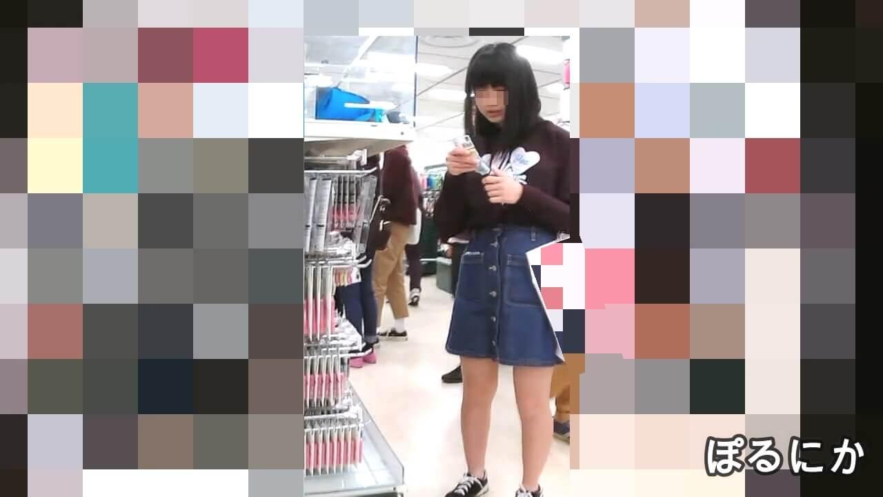 デニムスカートが可愛い女の子