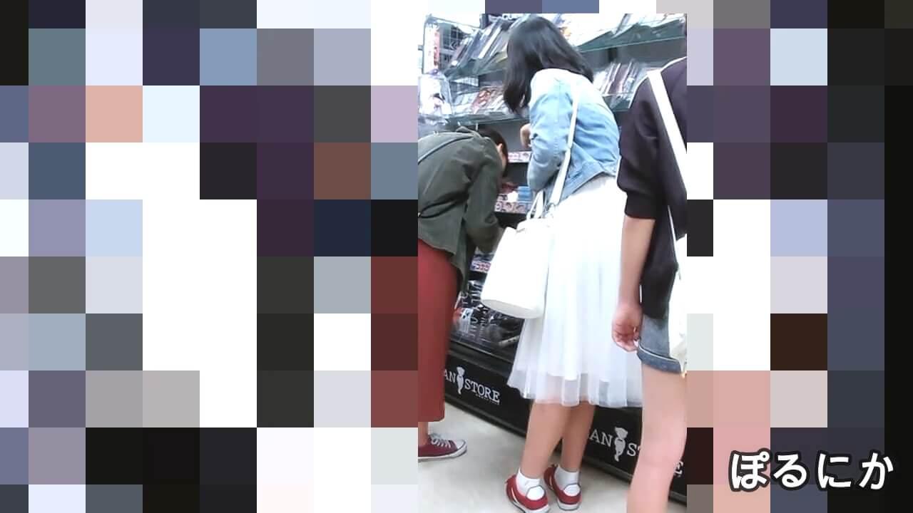 ロングスカートを履いた女の子