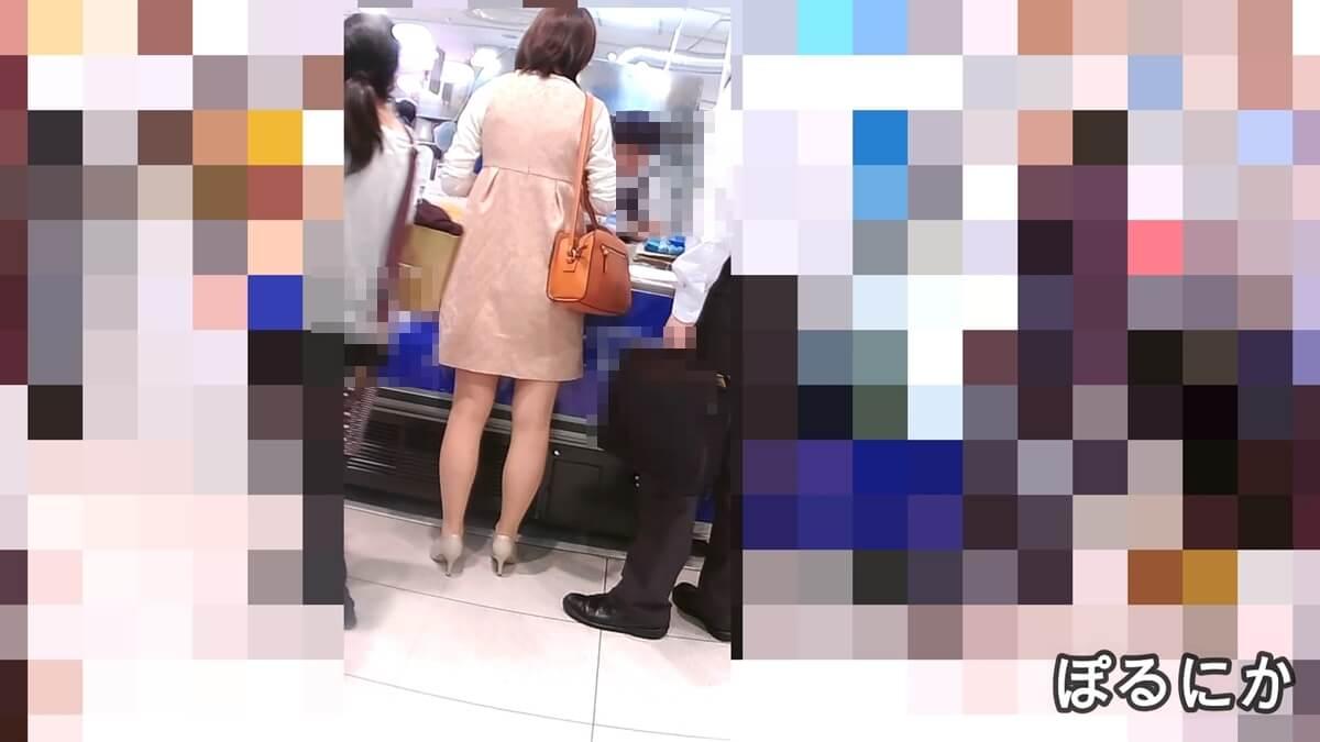 パンストを履いた女性を買い物中に後ろから盗撮