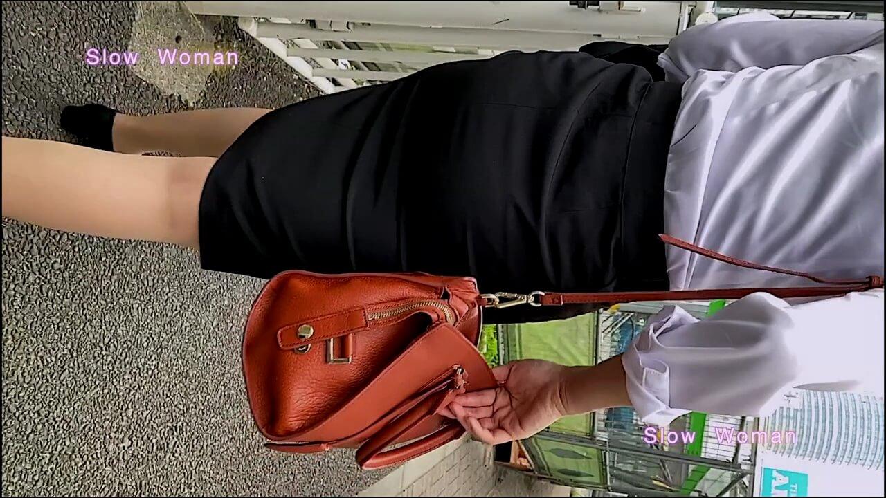 リクルートスーツを着た女性の後ろ姿を隠し撮り