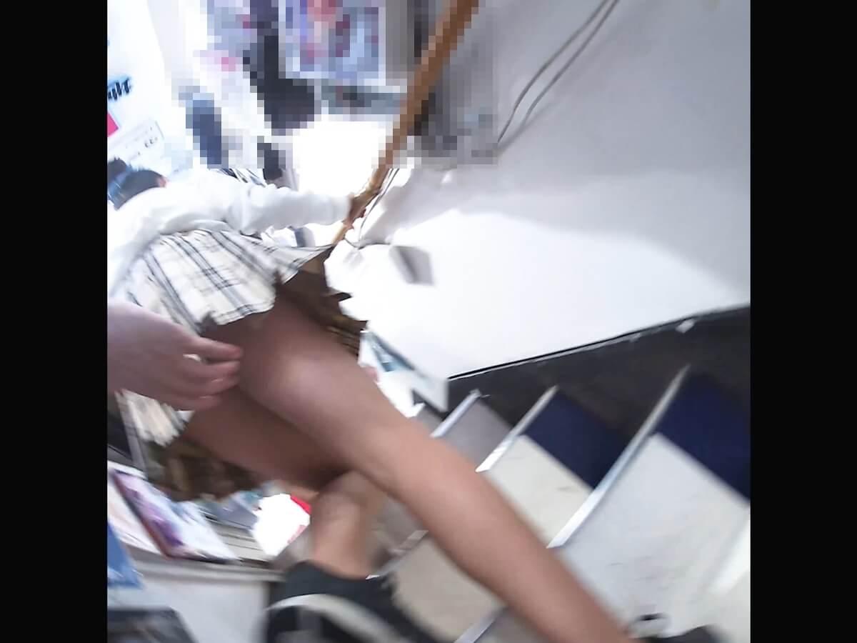 わんぱく液さんの魔の手がJCのスカートに伸びる