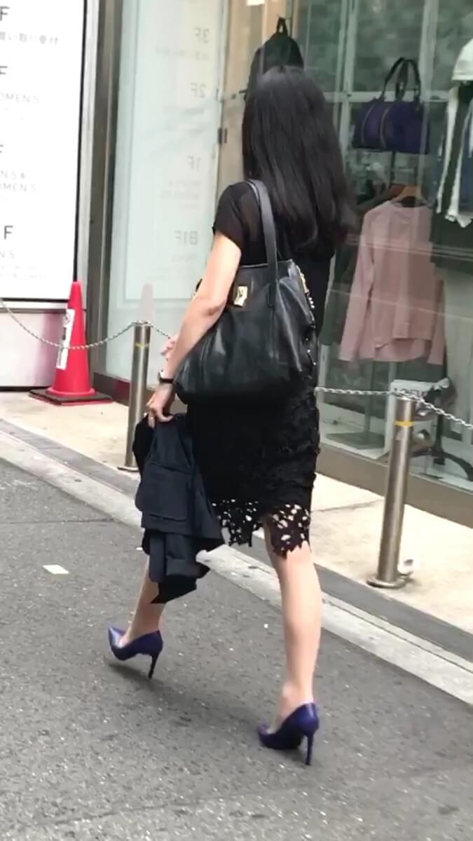 歩く姿が美しい社長秘書