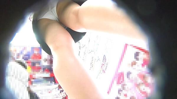 可愛いJCの純白生パンツを逆さ撮り盗撮