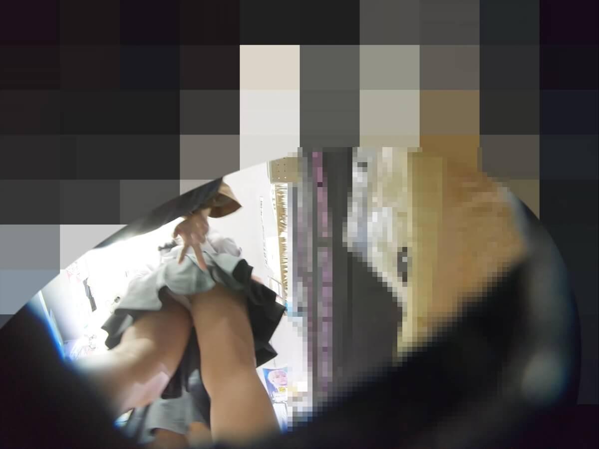 わんぱく液さんの指が制服JKのスカートに伸びていく