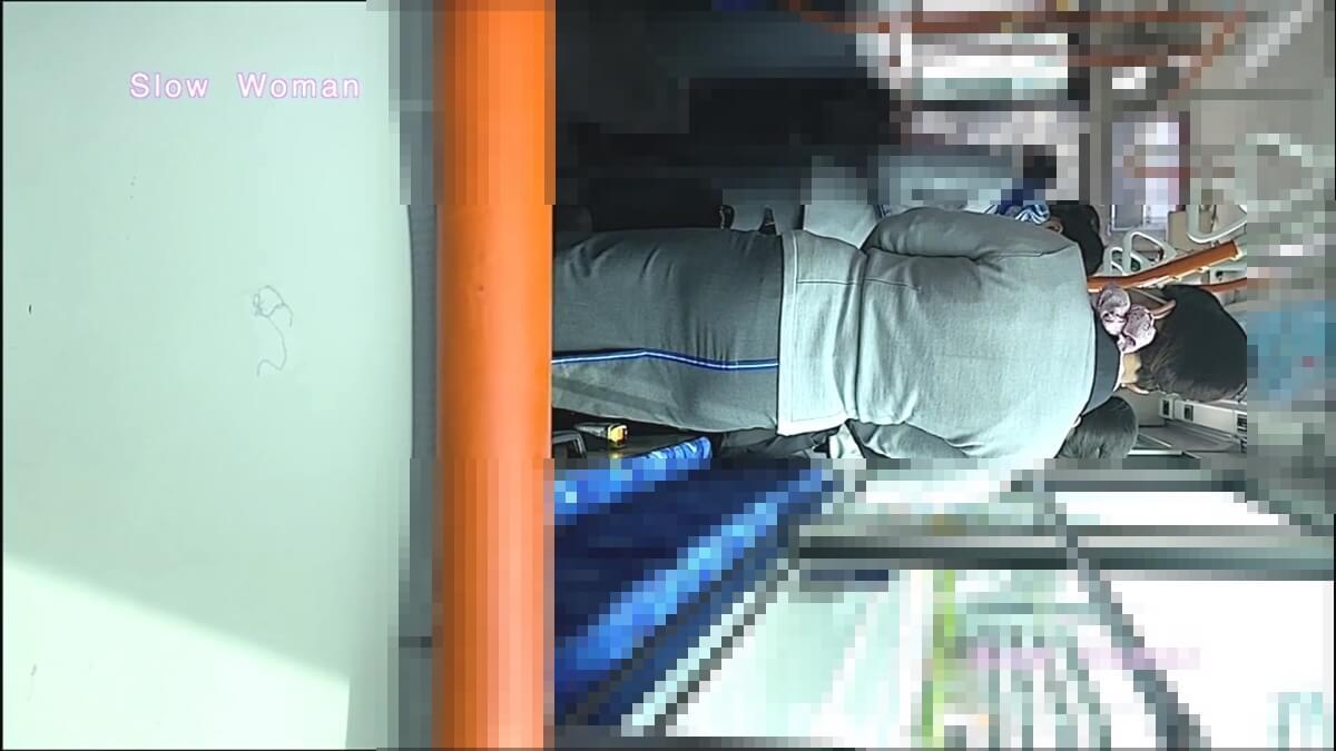 ANAの制服を着たCAさんをバス内で隠し撮り