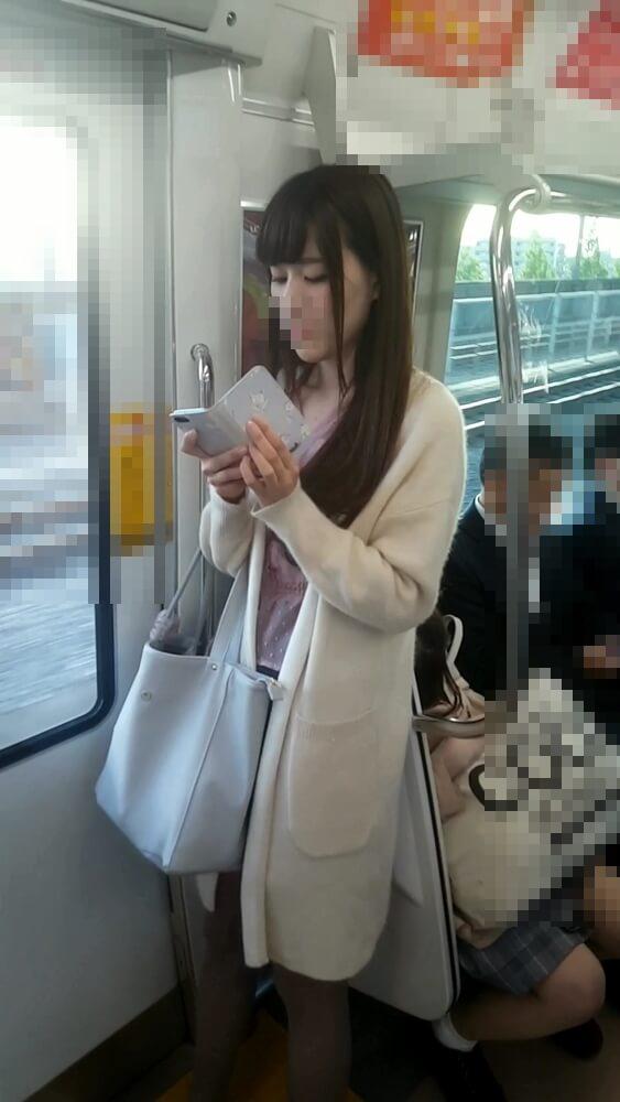 電車内で可愛い女性を隠し撮り