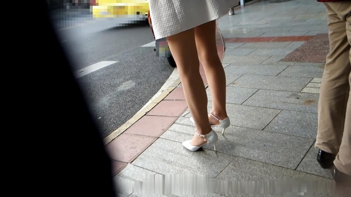 ナチュラル系パンスト脚が綺麗な台湾人女性