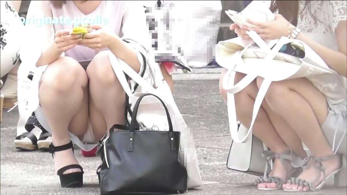 某アイドルグループのライブ待ちの二人の若い女の子