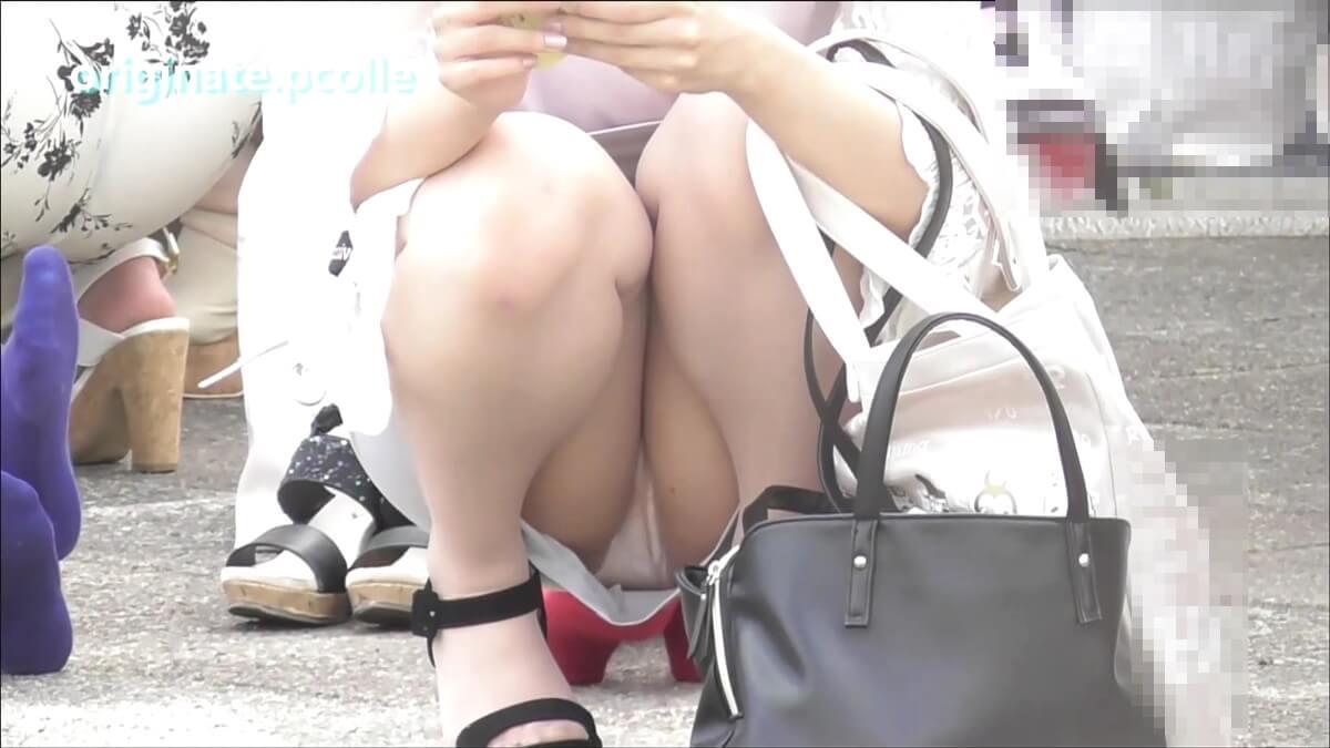 白いパンストを履いた女子の純白パンツを隠し撮り