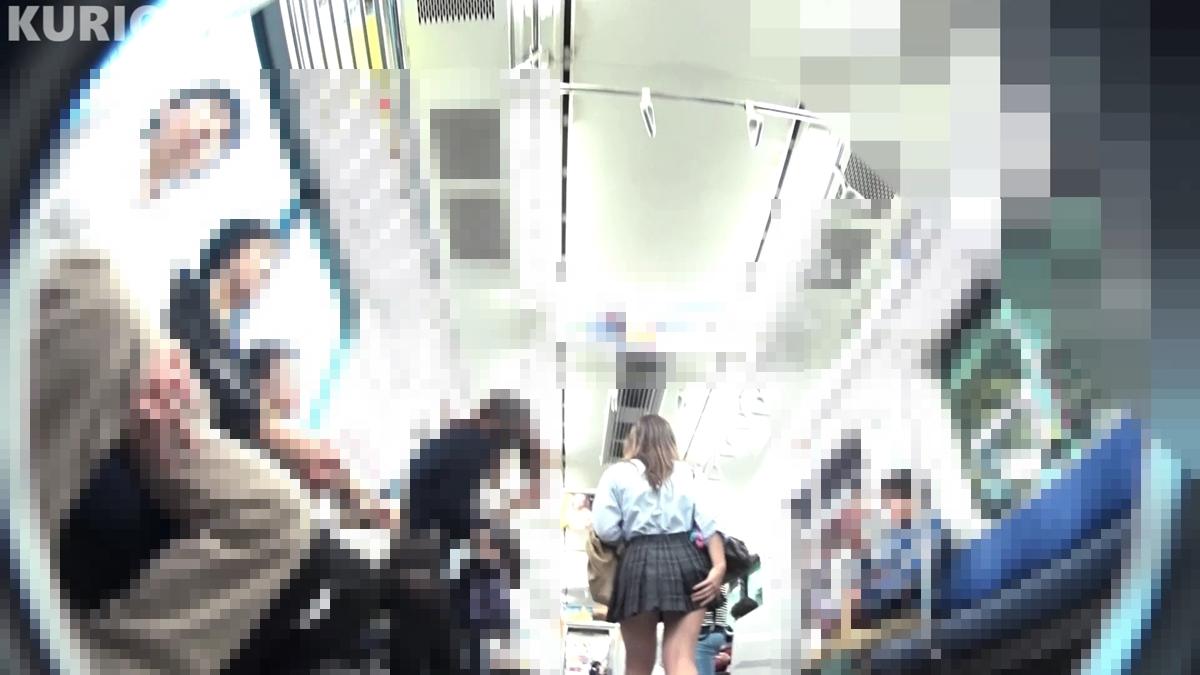 電車内で制服JKに距離を離されるクリオネさん
