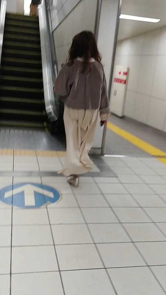 超ロングスカートを履くアイドル系JD
