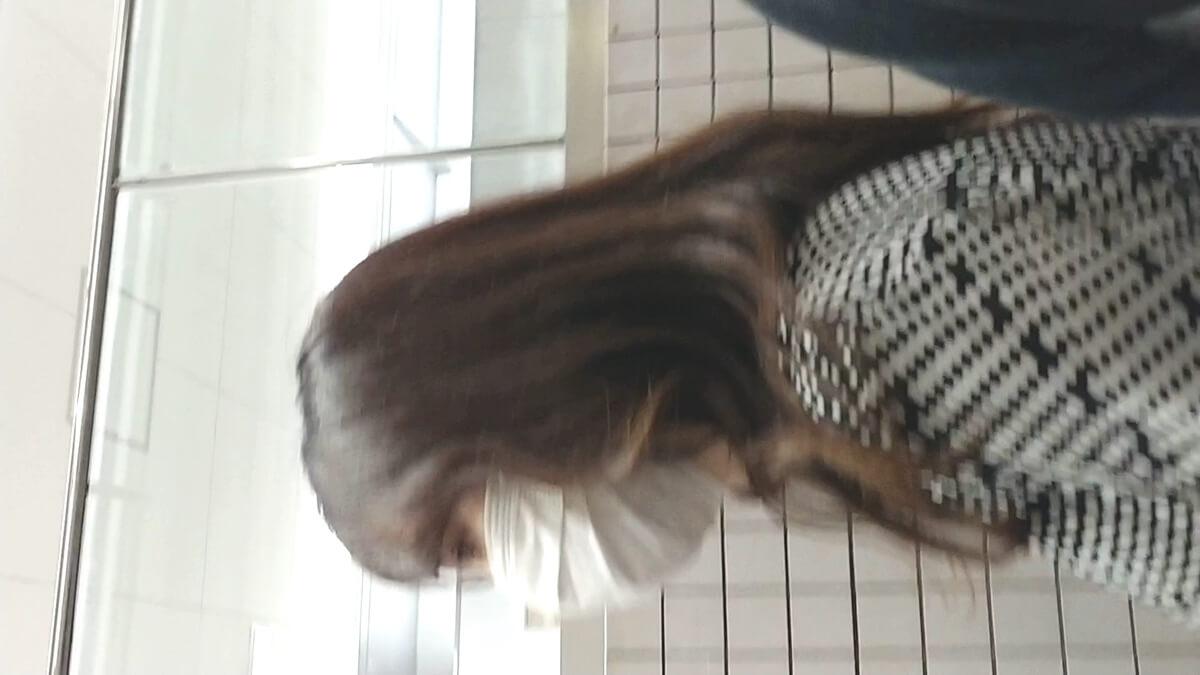 Tバックを履いた女性の横顔