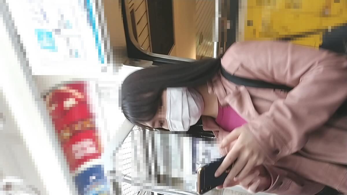 盗撮された女性の顔を隠し撮り