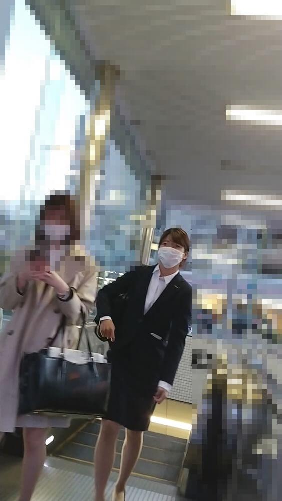 可愛いマスク姿のOLの前に回り込んで容姿を隠し撮り