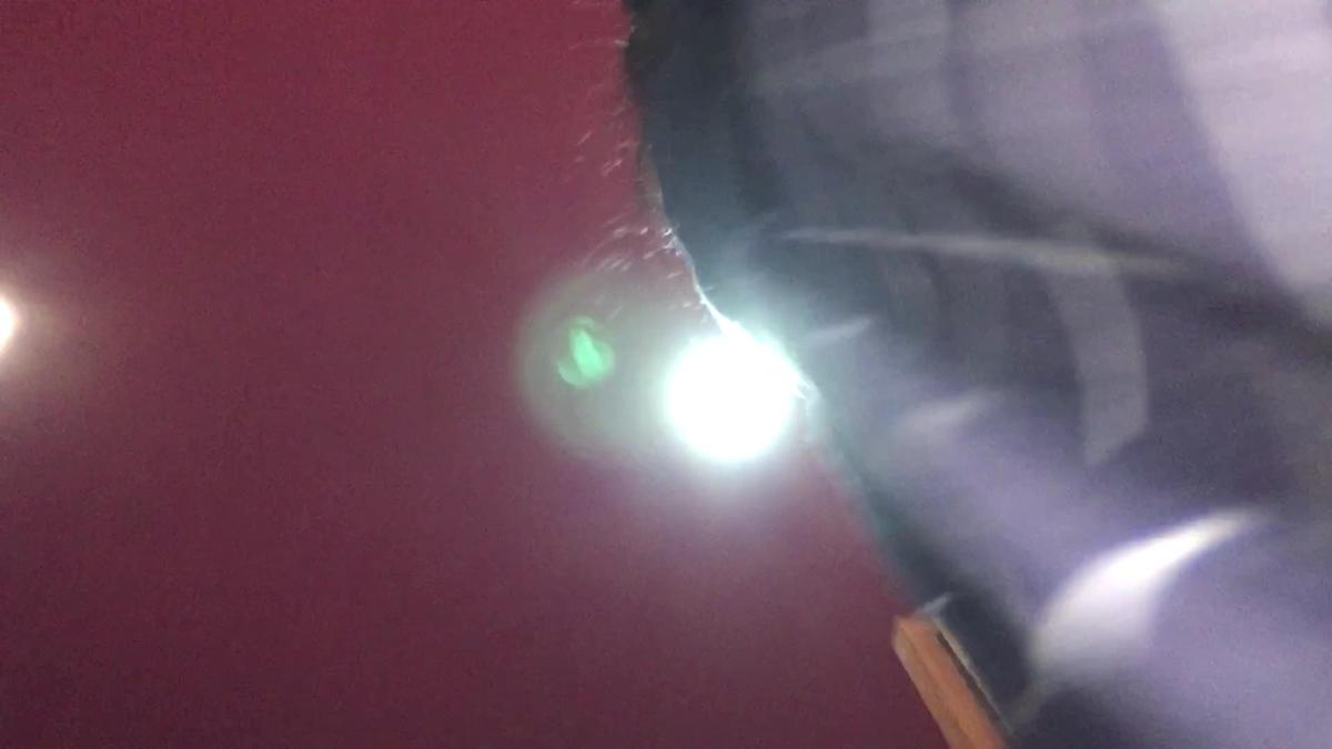 制服JKのスカートの中にスマホカメラが侵入する直前
