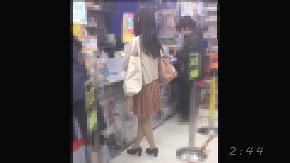おとなしそうな女性を店内で隠し撮り