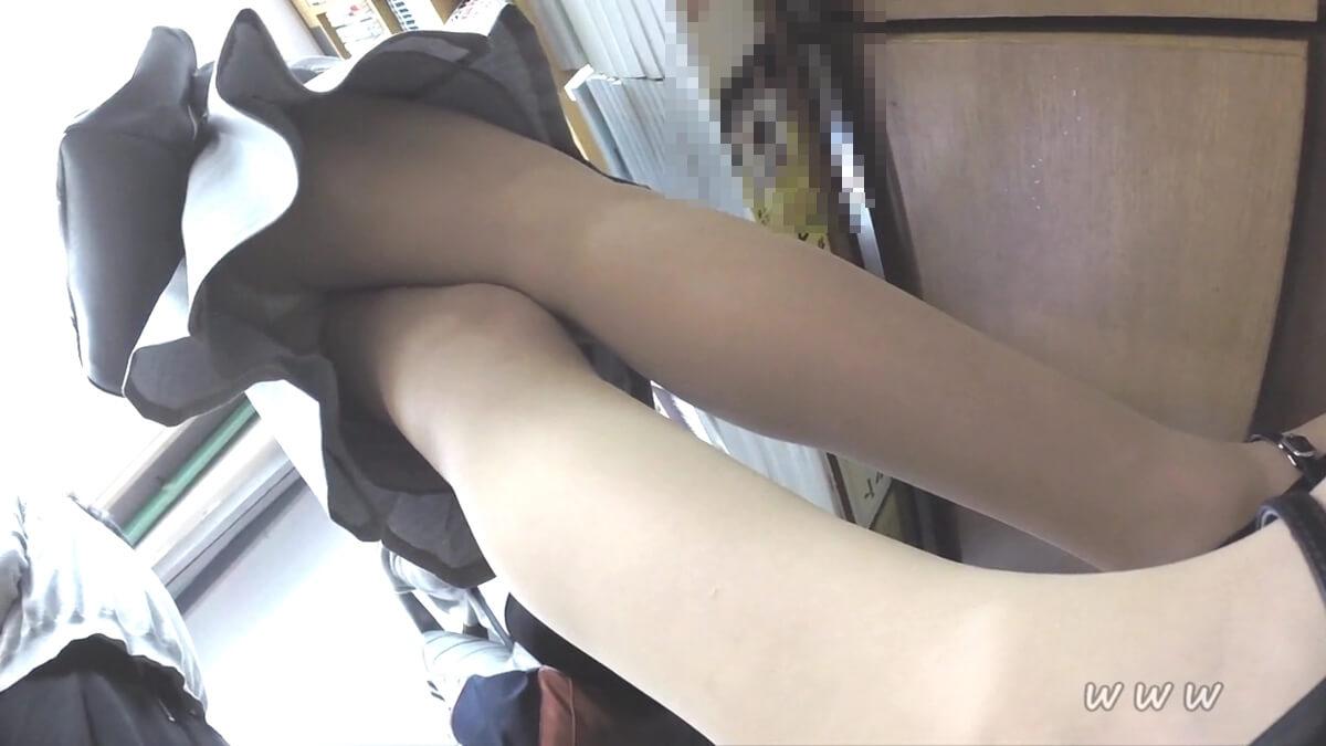スーツ姿のOLを逆さ撮りしたらエロいパンスト脚が撮れた