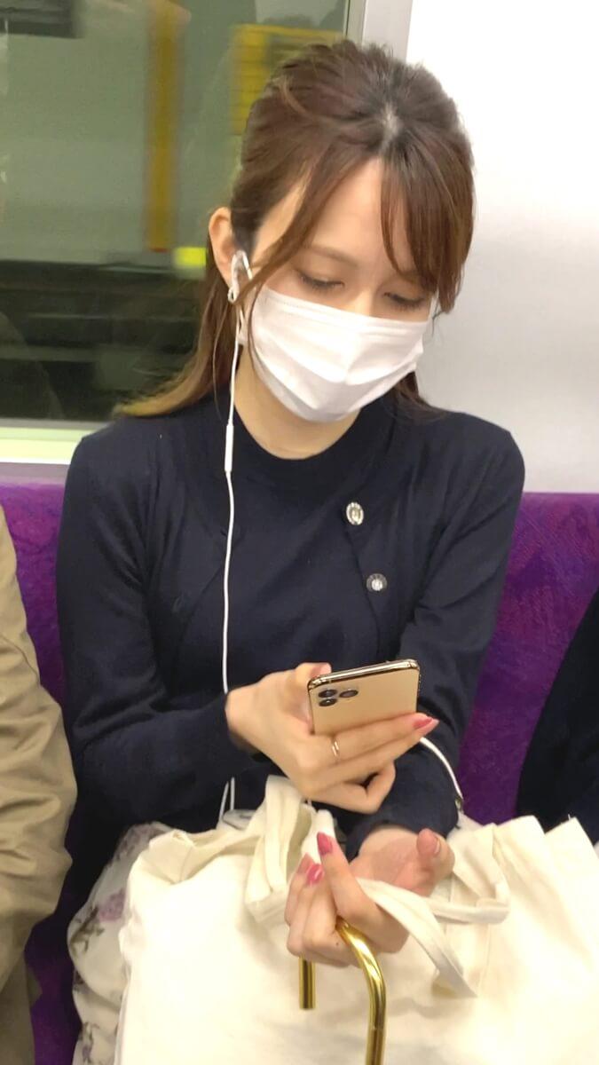 綺麗な女性を電車内で隠し撮り