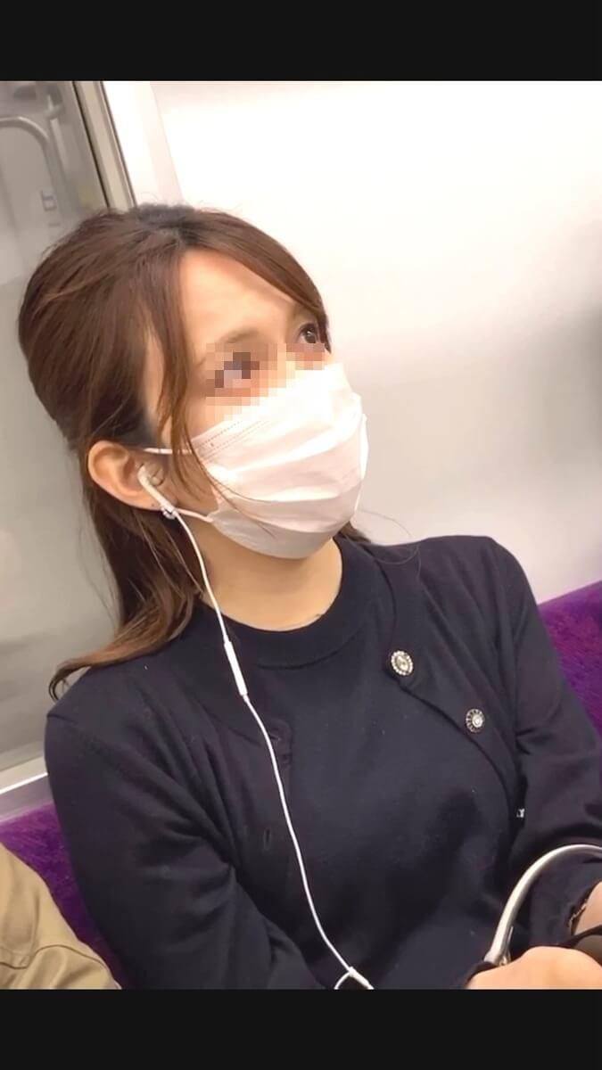 上目遣いの綺麗な女性を電車内で隠し撮り