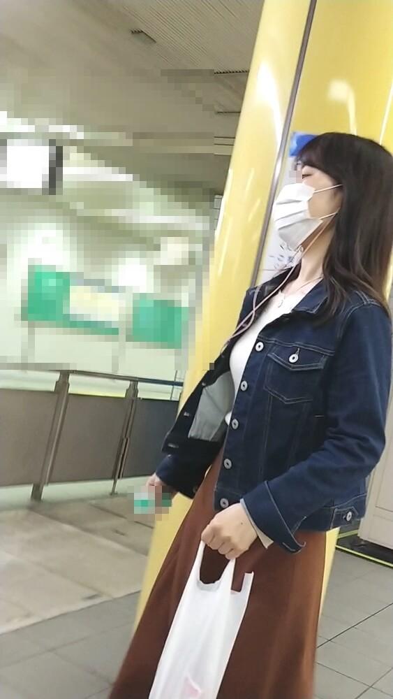 目の大きな女性のマスク姿を隠し撮り