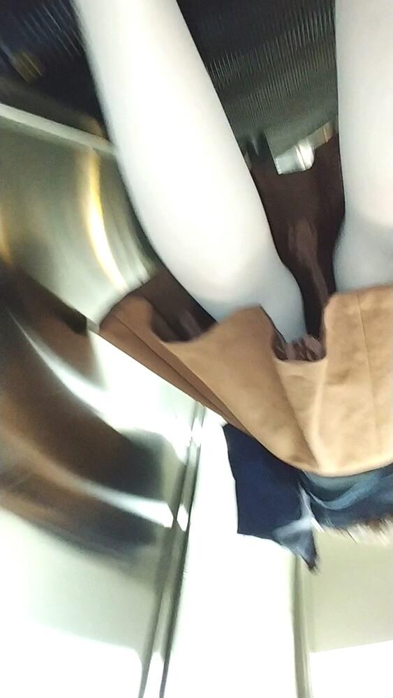 女性のナチュスト脚を隠し撮り