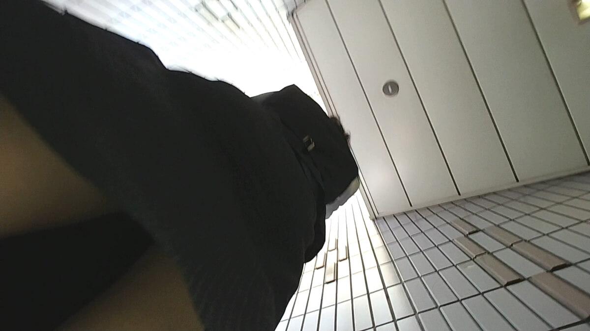 制服OLのスカートにうにさんの盗撮カメラが忍び寄る