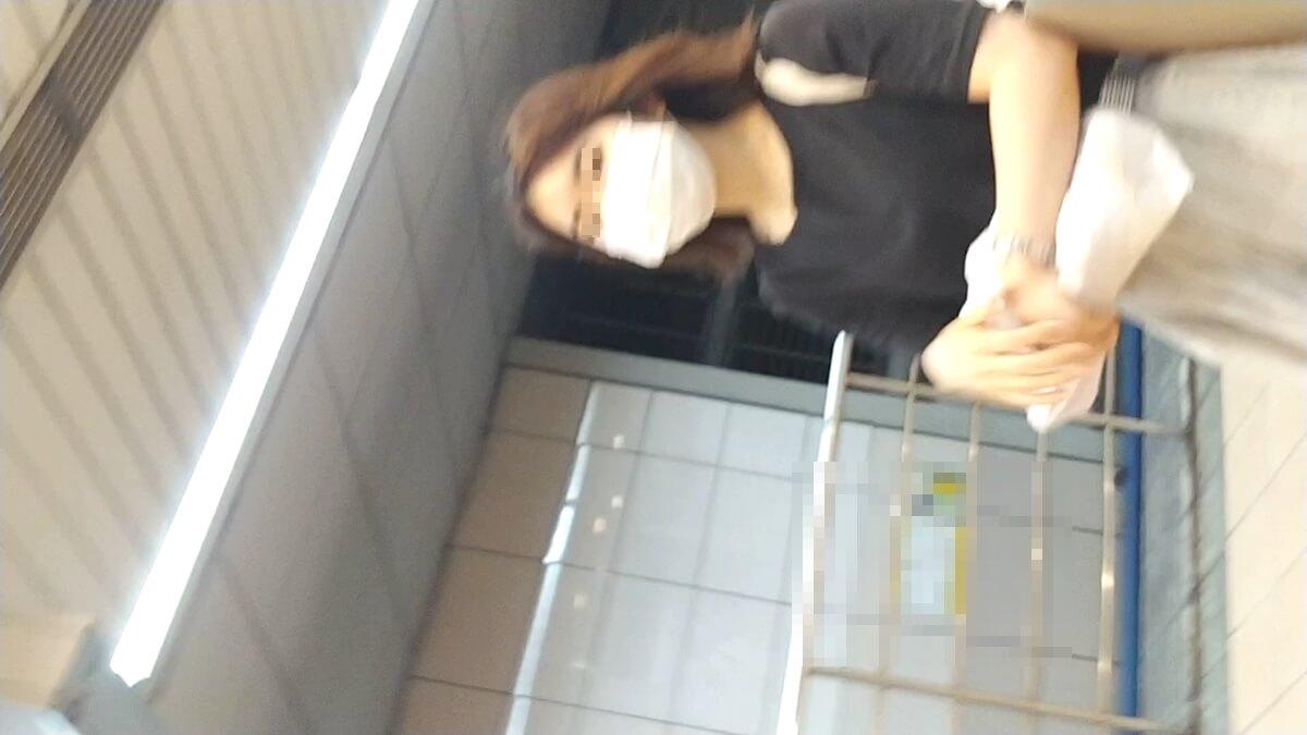 ロングスカートの女性の顔を隠し撮り