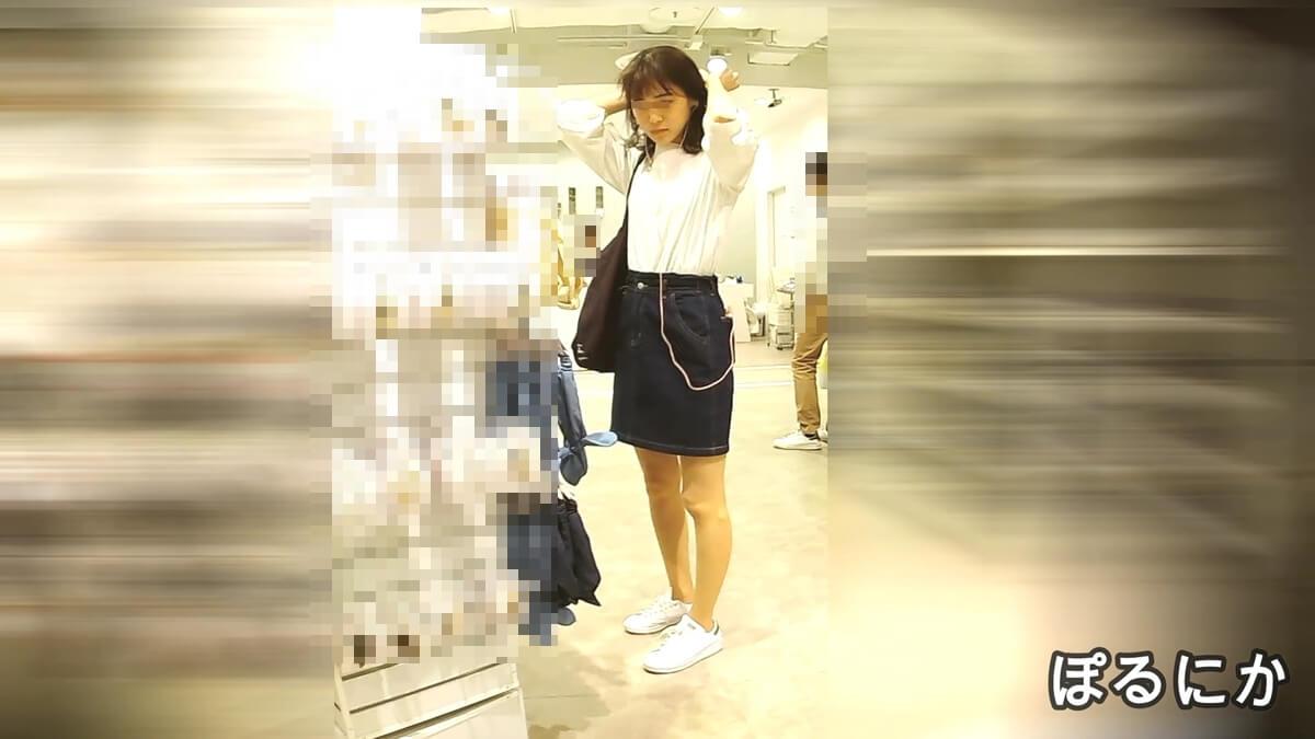 一人で買い物中の美人