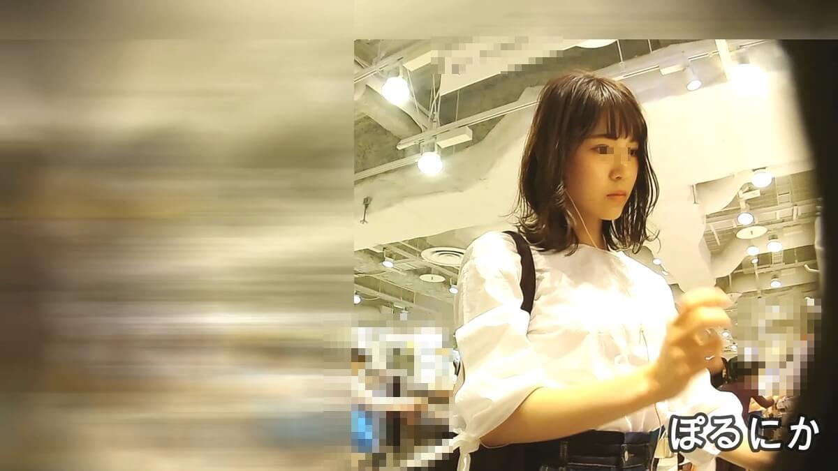 買い物中の美人の顔を隠し撮り