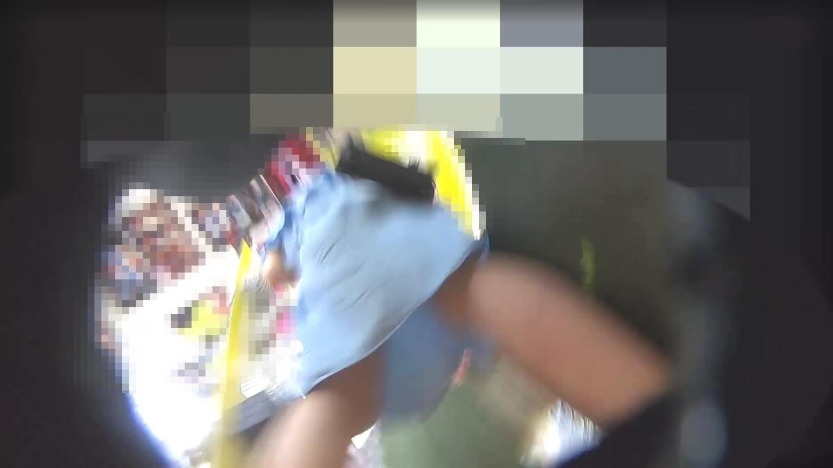 JCのワンピースの下からPcolle作者のわんぱく液さんのカメラが近づく