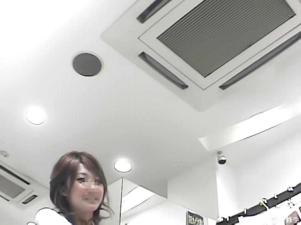 Mr.研修生さんに逆さ撮りされる可愛い店員さんの顔を隠し撮り