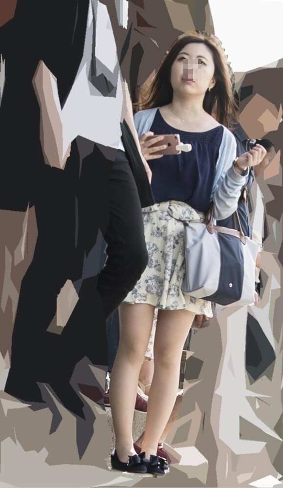 彼氏とデート中の女性