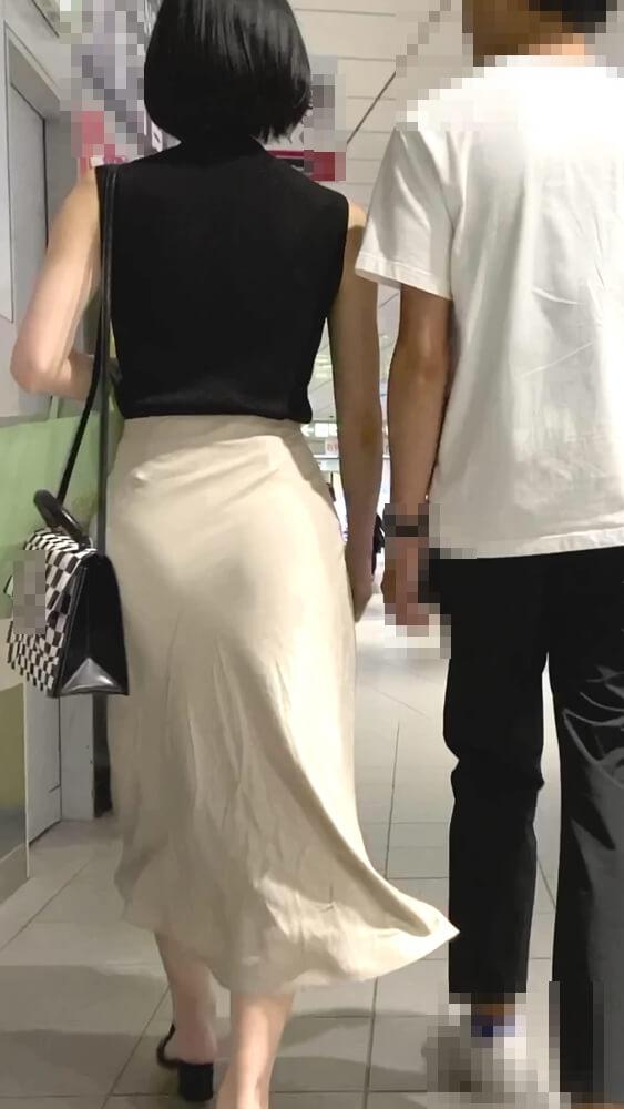 デート中の女性の張ったお尻を背後から隠し撮り