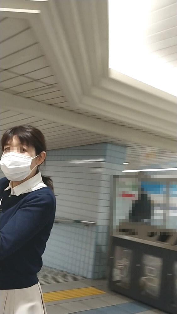 マスクを着けた女性を隠し撮り