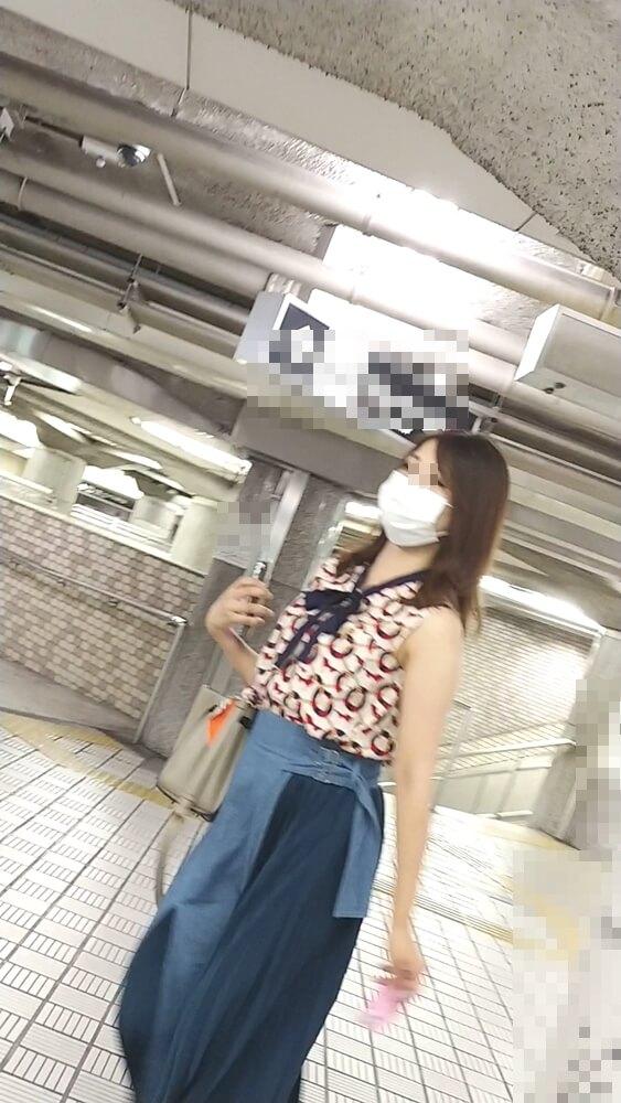 個性的な服を着た女性を隠し撮り