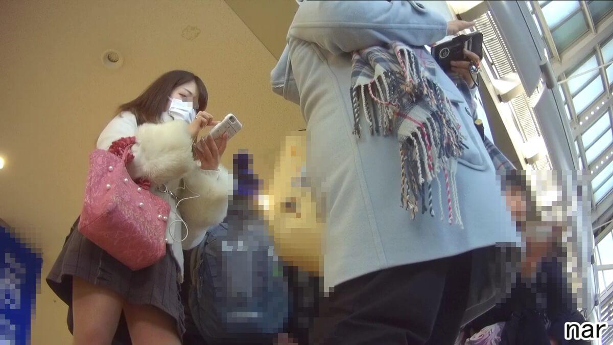 靴カメで女性の容姿を隠し撮り
