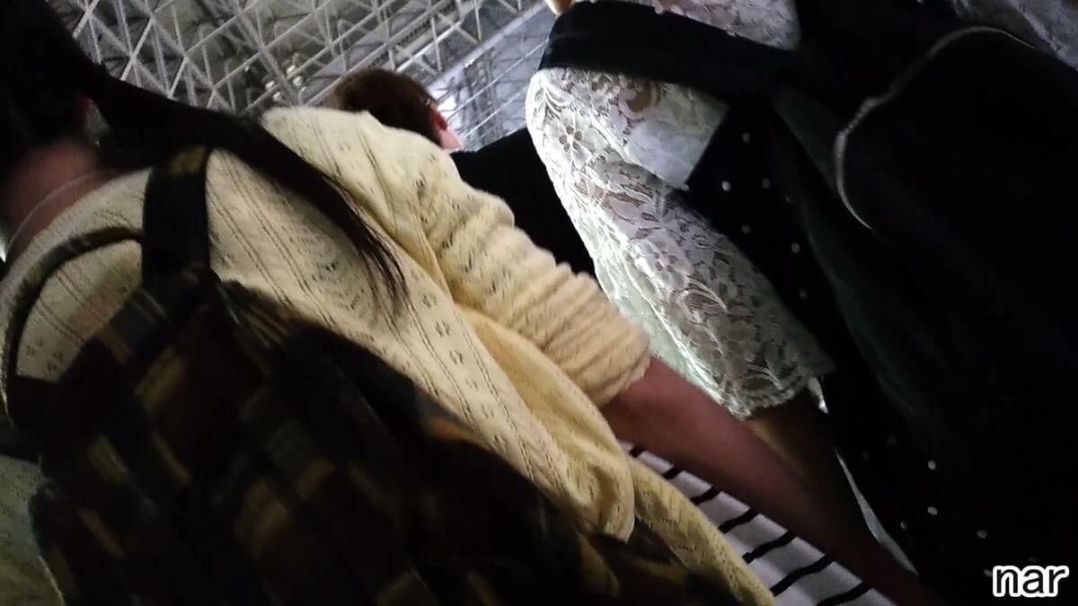 移動中の女性を後ろから隠し撮り