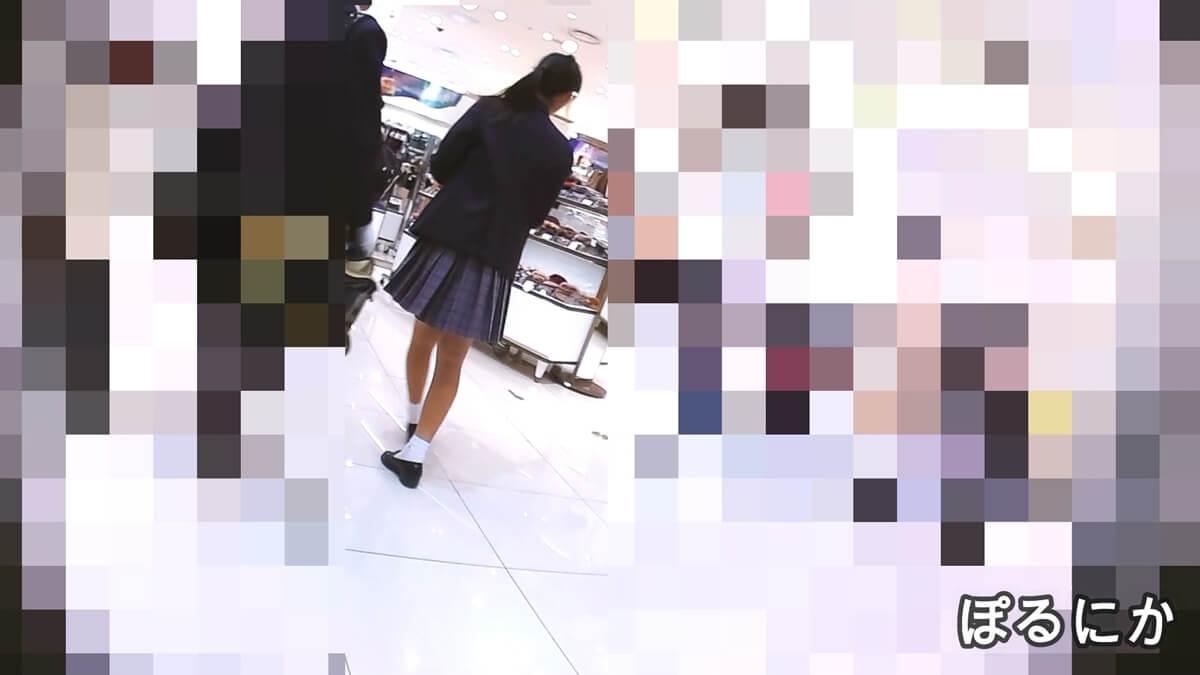 スポーツ系女子の制服JKの後ろ姿を隠し撮り