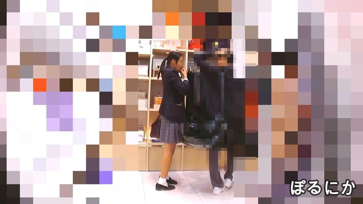 部活の男子と買い物中のスタイルのいい制服JKを隠し撮り