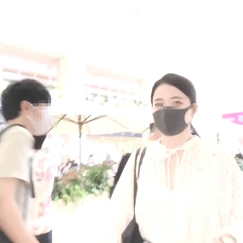 綺麗な顔のマスク姿の女性