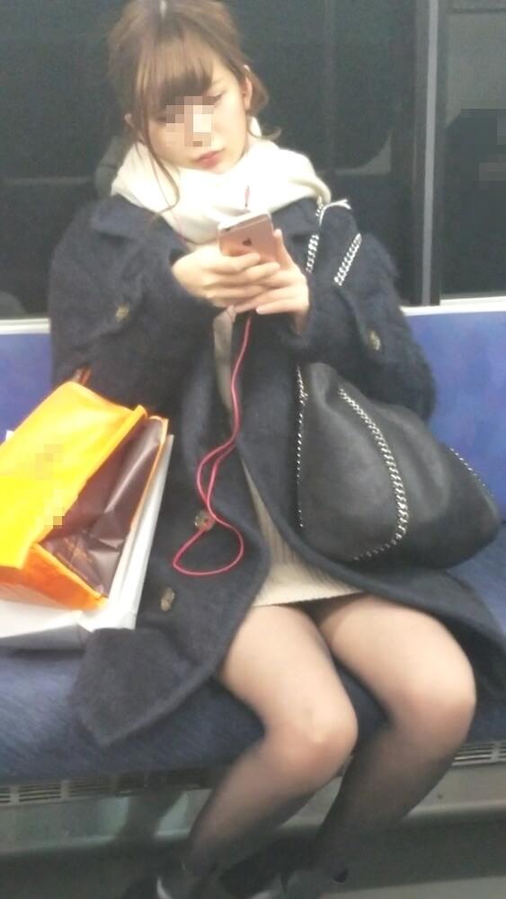 黒ストッキングを履いた女性の容姿撮り