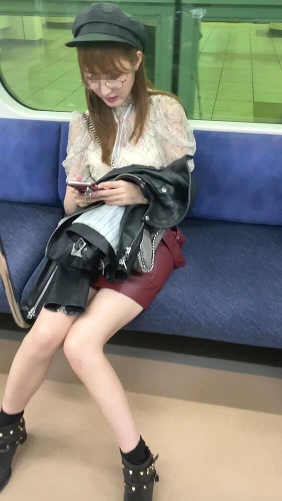 イマドキギャルの電車内での様子