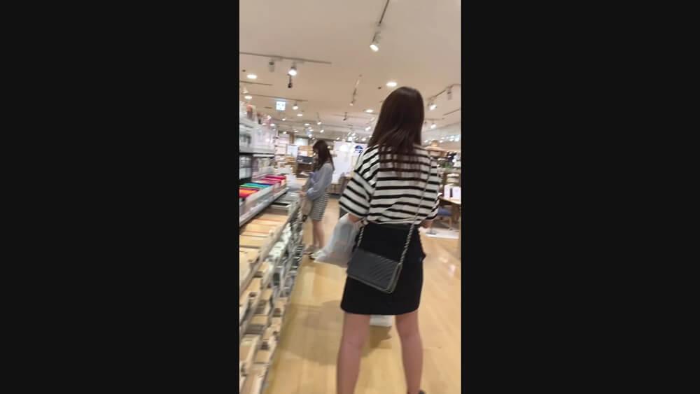 タイトスカートがエロいスタイルのいい女子の後ろ姿
