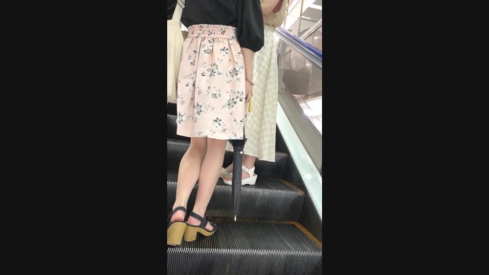 ☆ちらねっと☆さんの逆さ撮りターゲットとなる女性