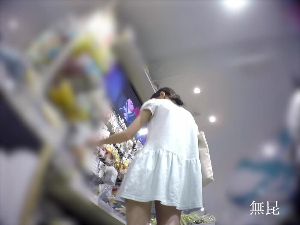 女の子に無昆さんのカメラが近づく